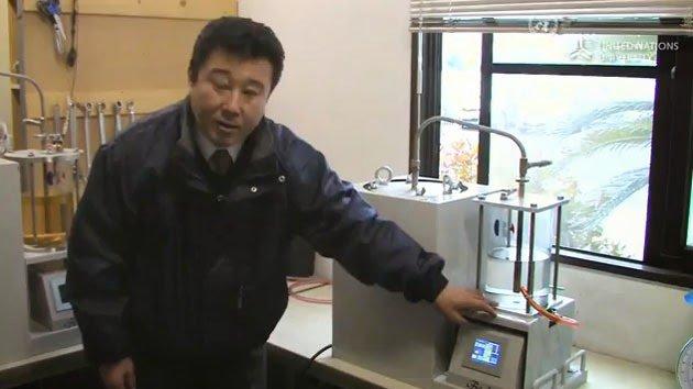 L'INVENZIONE DI AKINORI ITO: LA MAGIC BOX PER PRODURRE PETROLIO DALLA PLASTICA